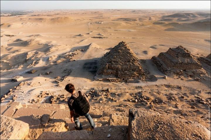 haut pyramide egypte 02 720x479 Au sommet des pyramides de Gizeh  photo lieux divers bonus