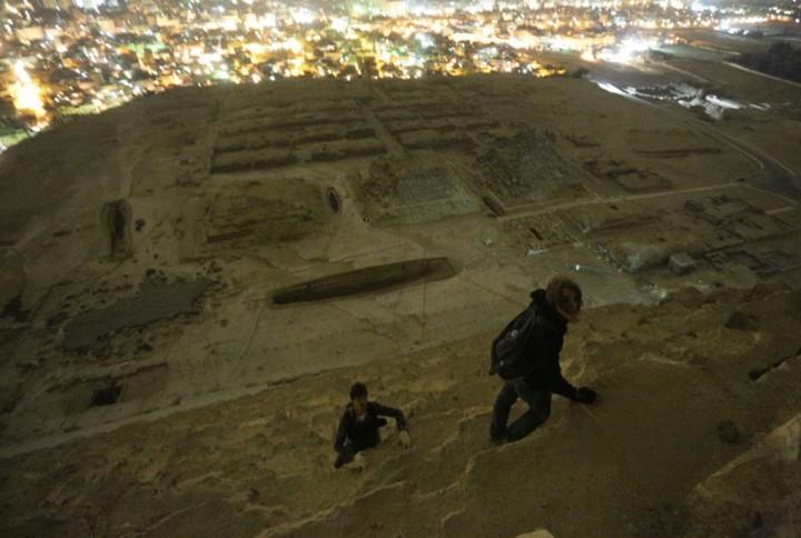 haut pyramide egypte 03 720x484 Au sommet des pyramides de Gizeh  photo lieux divers bonus