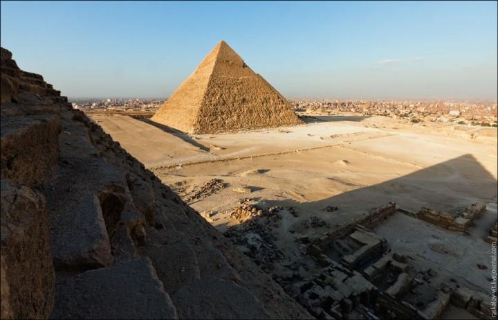 haut pyramide egypte 08 720x462 Au sommet des pyramides de Gizeh  photo lieux divers bonus