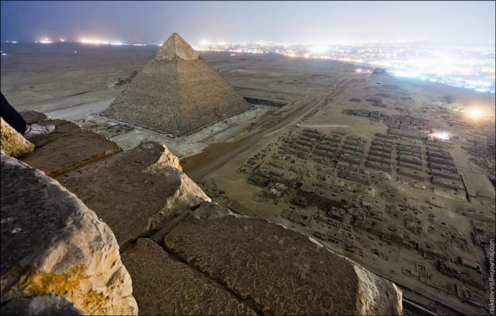 haut pyramide egypte 10 720x458 Au sommet des pyramides de Gizeh  photo lieux divers bonus