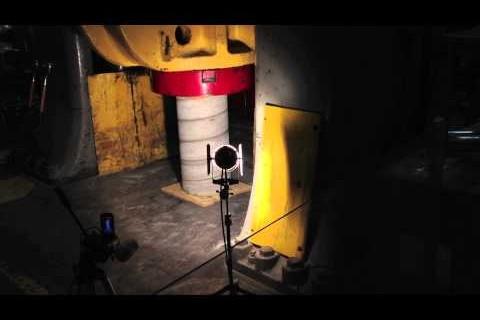 Une pilier de béton et 800 tonnes de pression