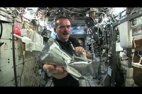 Essorer du linge dans l'espace
