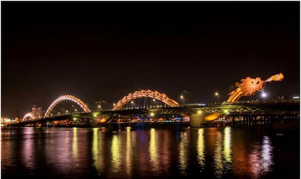 firebreathing Un pont en forme de dragon au Vietnam  lieux information bonus