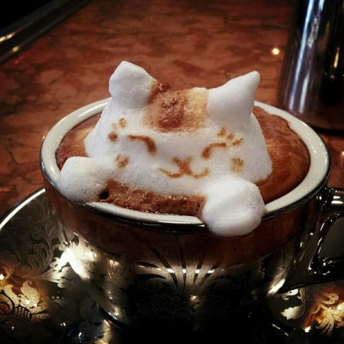 Personnages en mousse de café en relief