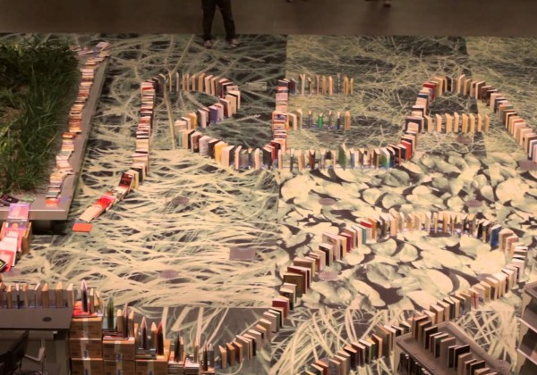 2131 livres qui tombent comme des dominos