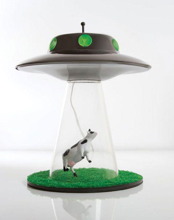 Une lampe soucoupe volante qui enl ve une vache - Lampe soucoupe volante ...
