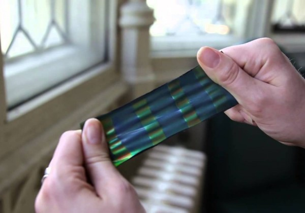 Un matériau qui change de couleur quand on l'étire