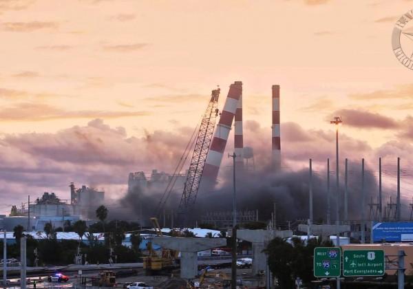 Démolition explosive d'une centrale électrique