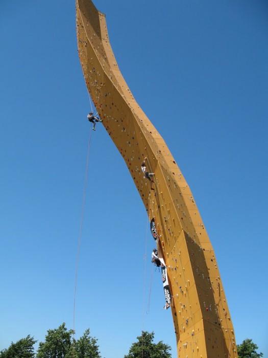 excalibur mur escalade 02 525x700 Excalibur, le mur descalade le plus haut du monde  lieux information bonus