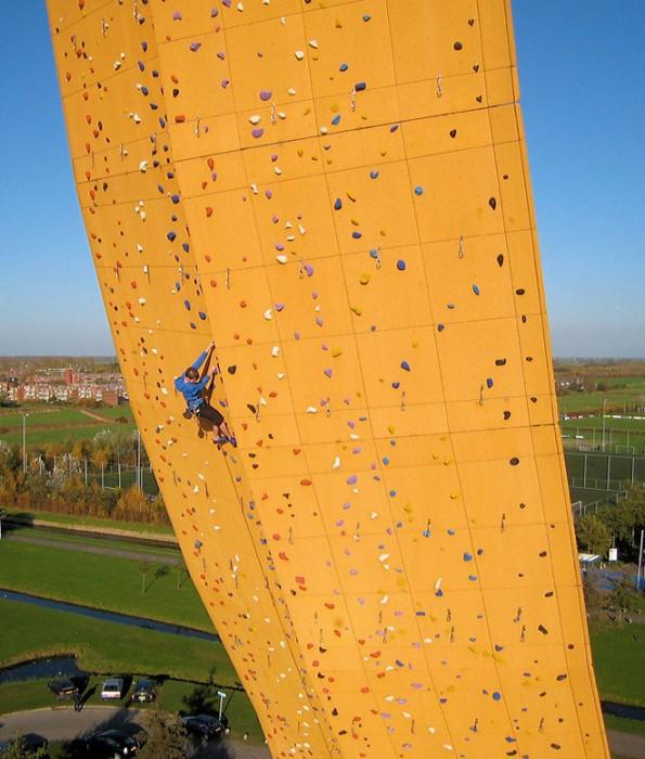 excalibur mur escalade 04 595x700 Excalibur, le mur descalade le plus haut du monde  lieux information bonus