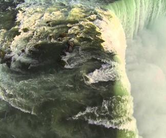 Les chutes du Niagara vues de près avec un quadricoptère