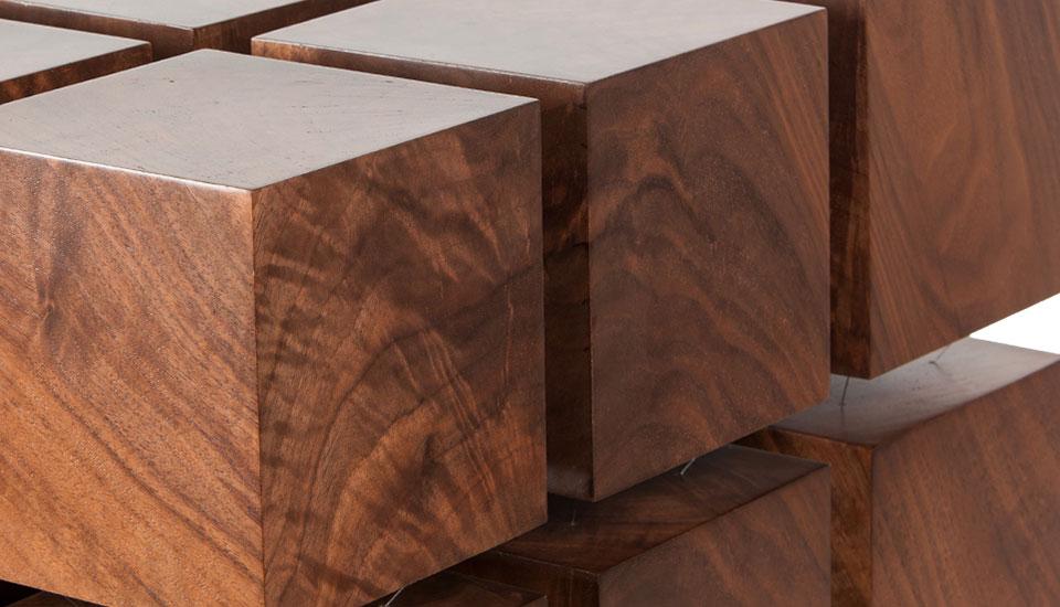 Une table en cubes de bois magnétiques -> Table En Cube
