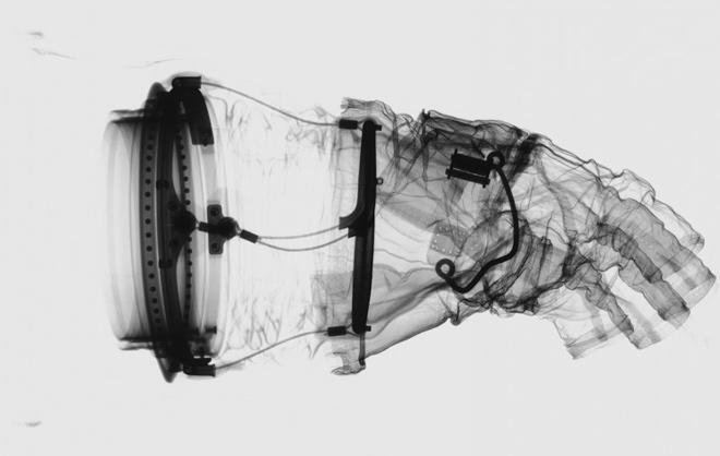 combinaison spatiale rayon x 02 Lintérieur des combinaison spatiale grâce aux rayons X  technologie photo espace technologie bonus