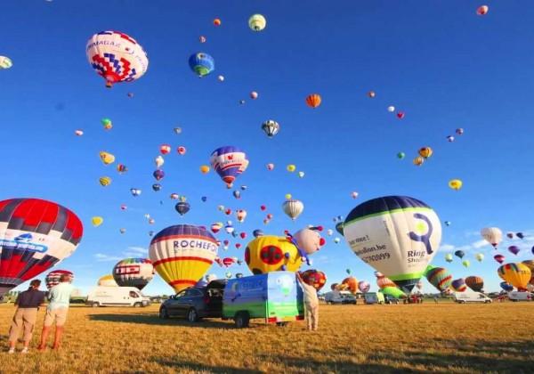 Décollage de 408 montgolfières