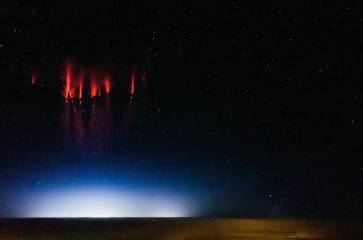 stripe foudre rouge 01 720x476 Les sprites, des éclairs rouges à haute altitude  video technologie photo espace technologie bonus