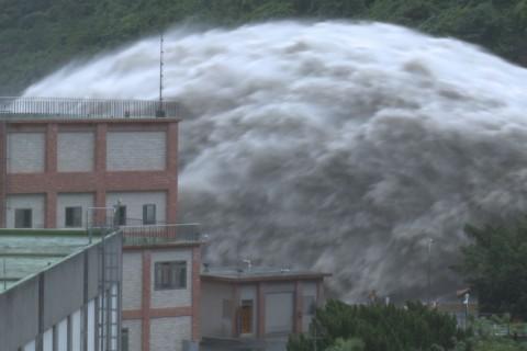 Un barrage lâche de l'eau à Taiwan