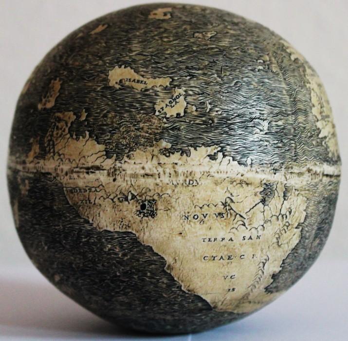 globe autruche nouveau monde dragon 03 715x700 Le plus vieux globe avec le Nouveau Monde, en oeuf dautruche ( et des dragons )  information histoire carte information bonus