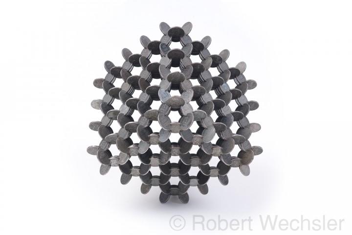assemblage piece 04 720x480 Des assemblages géométriques de pièces  sculpture bonus art