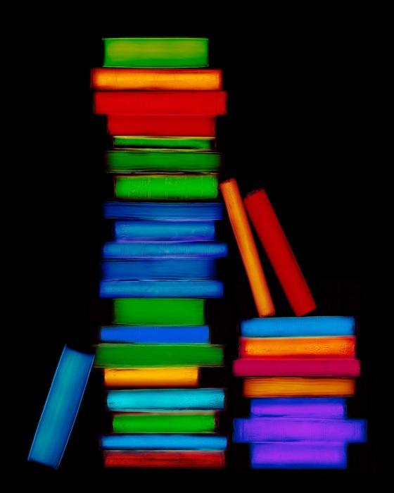livre resine 01 560x700 Les livres multicolores de Penelope Davis  photographie bonus art