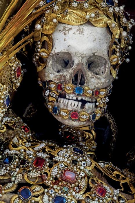 saint or 01 466x700 Lor des reliques  photographie histoire bonus art