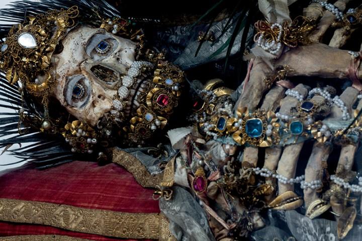 saint or 02 720x480 Lor des reliques  photographie histoire bonus art