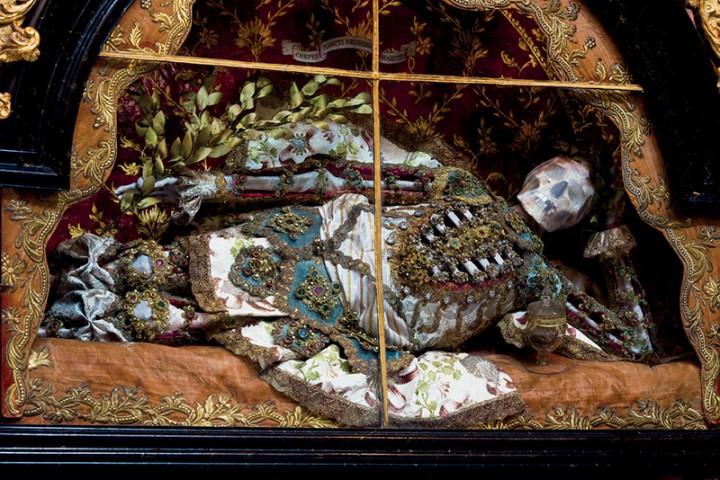 saint or 07 720x480 Lor des reliques  photographie histoire bonus art