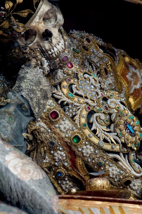 saint or 08 466x700 Lor des reliques  photographie histoire bonus art