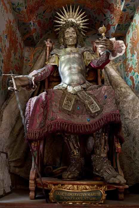saint or 09 466x700 Lor des reliques  photographie histoire bonus art
