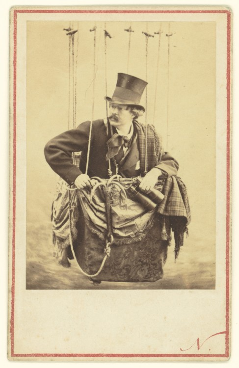 Nadar Portrait Felix Nadar in the Gondola of a Balloon 487x750 Les portraits de Nadar  photographie histoire
