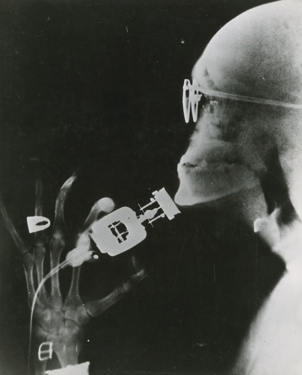 Westinghouse demonstrates an electric razor using x-ray technology May 1941