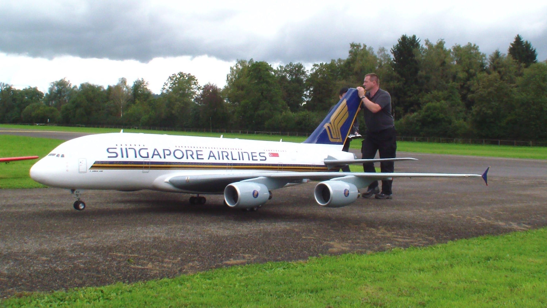 Un gros modèle réduit d'A380