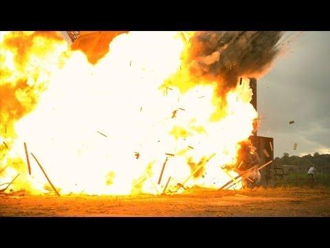 Une grosse explosion au ralenti