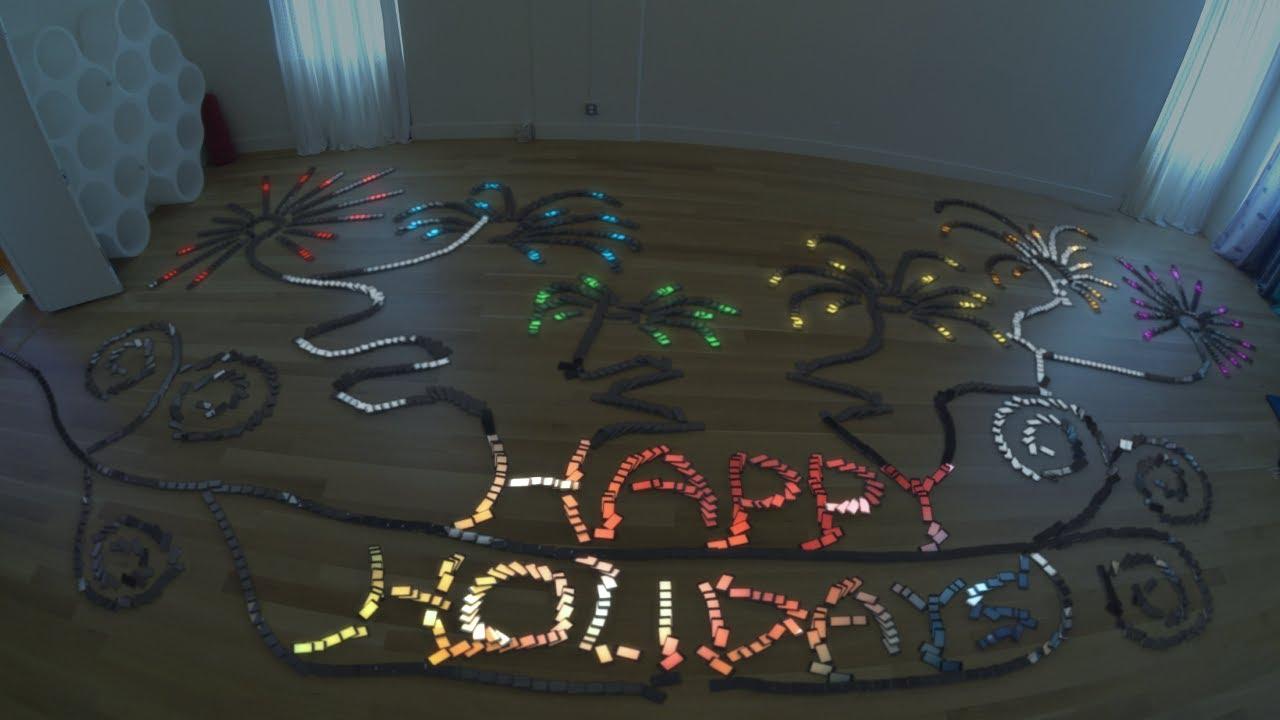 Joyeuses Fêtes avec 2000 iPhone 5s comme dominos