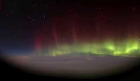 Timelapse d'une aurore boréale depuis un avion