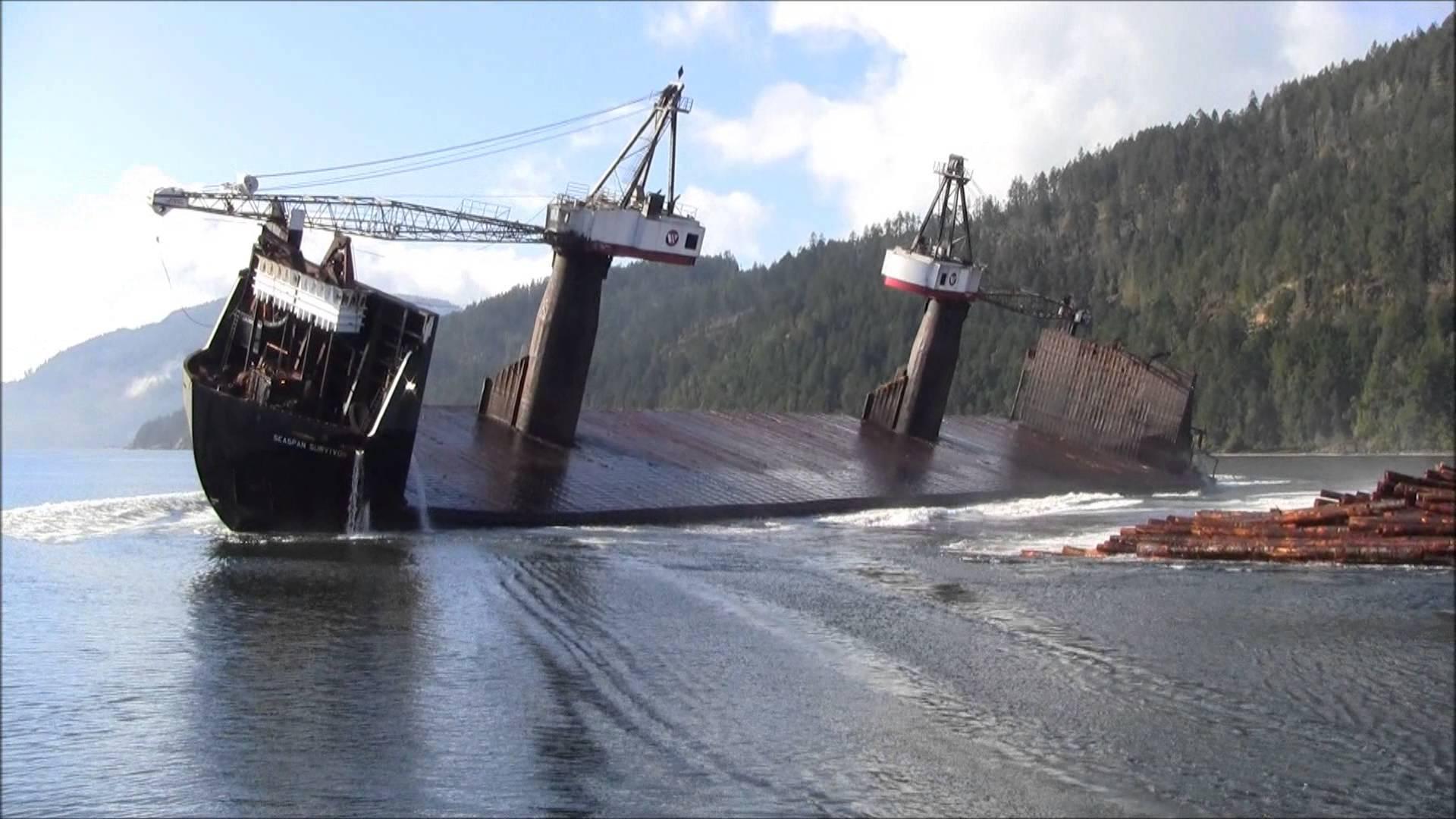 Comment décharger un bateau plein de bois