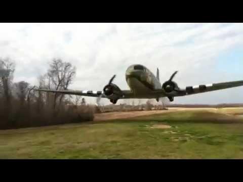 Un Douglas DC-3 qui passe
