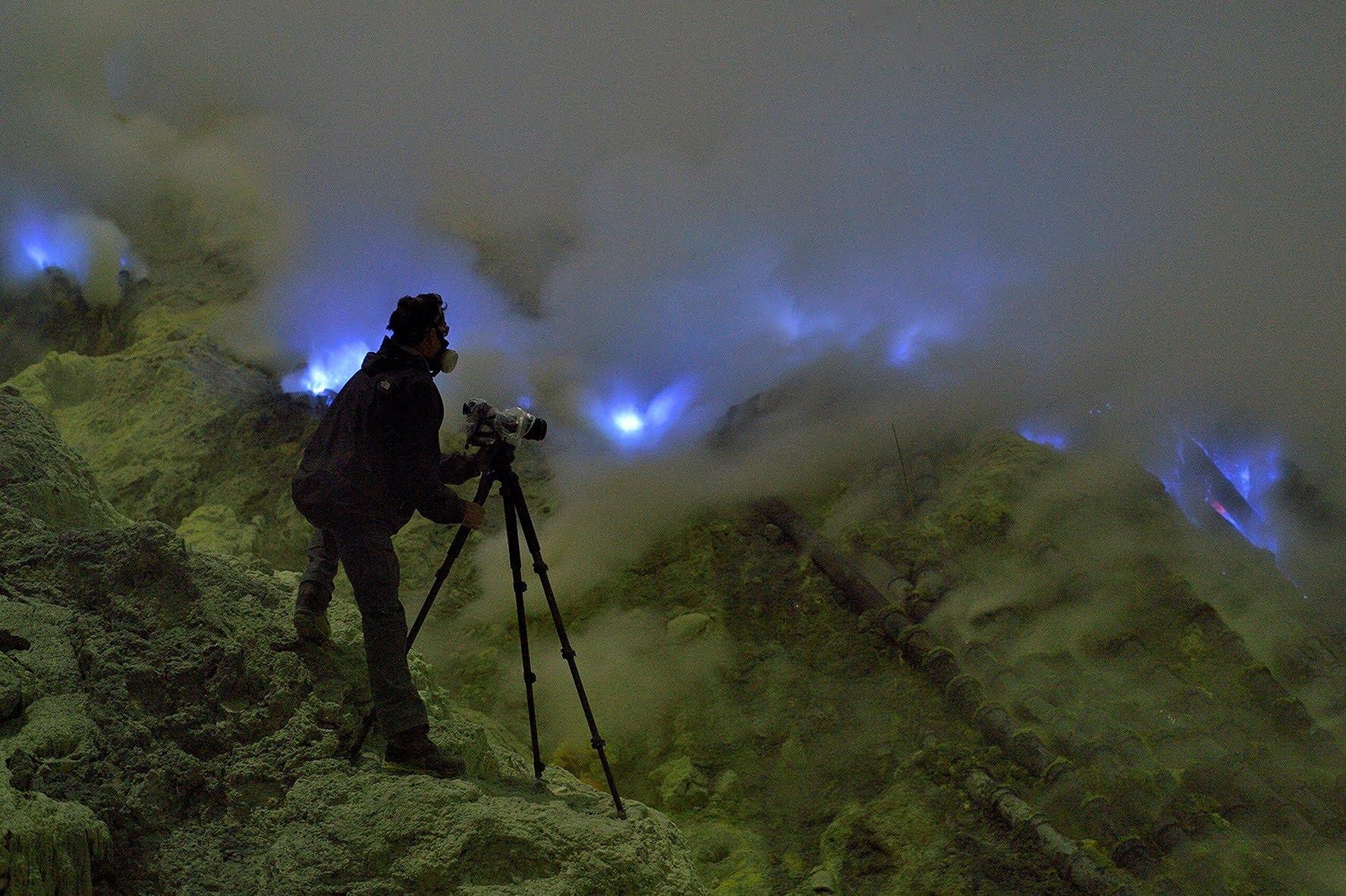 Un volcan aux flammes bleues