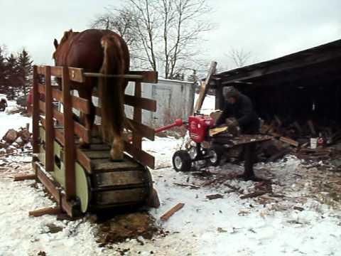 Comment couper du bois avec un cheval et un tapis roulant