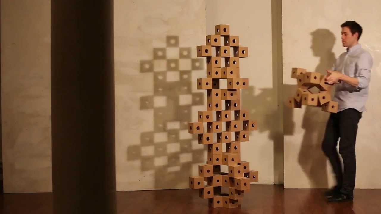 Des cubes qui s'arrangent de différentes manières