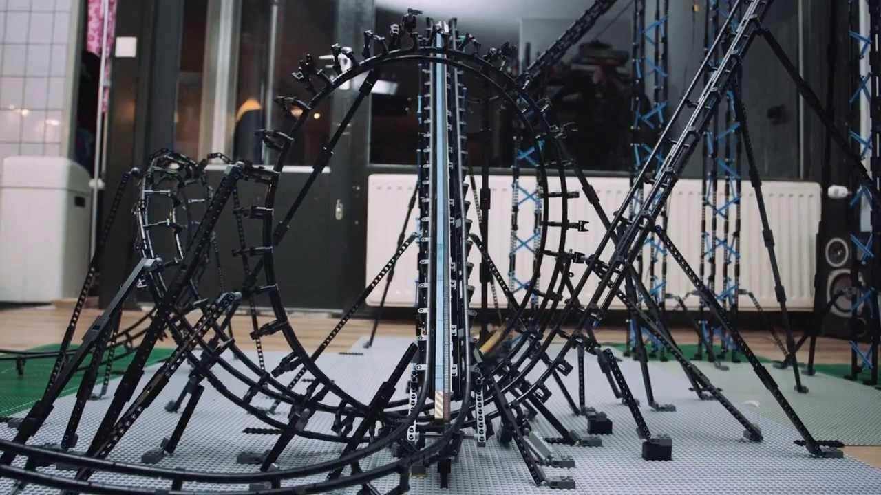 Des grands-huit en Lego