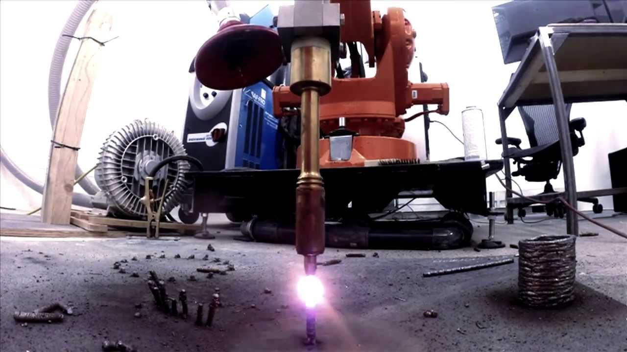 Imprimante 3D à métal avec de la soudure et un robot industriel