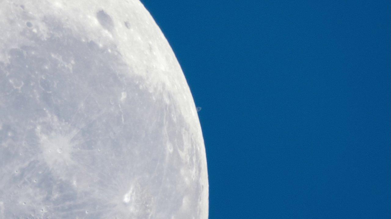 Saturne passe derrière la Lune