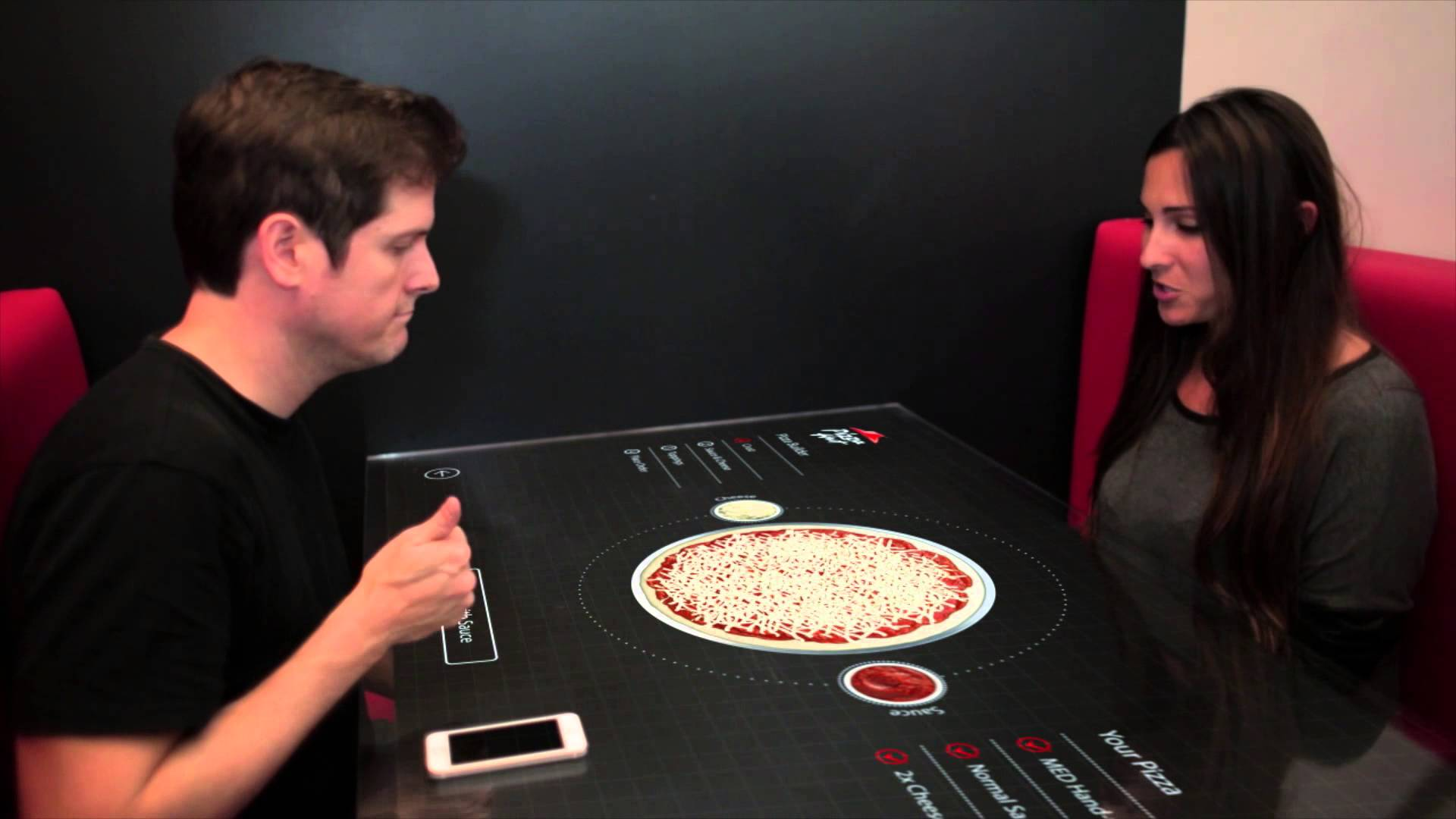 Une table tactile pour commander sa pizza
