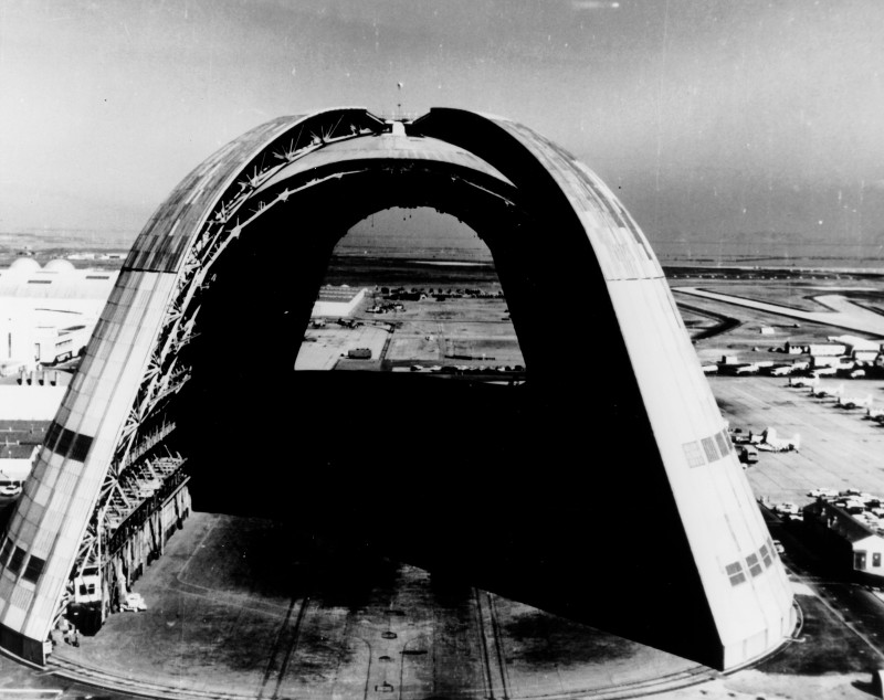 Hangar_One_at_Moffett_Field_1963