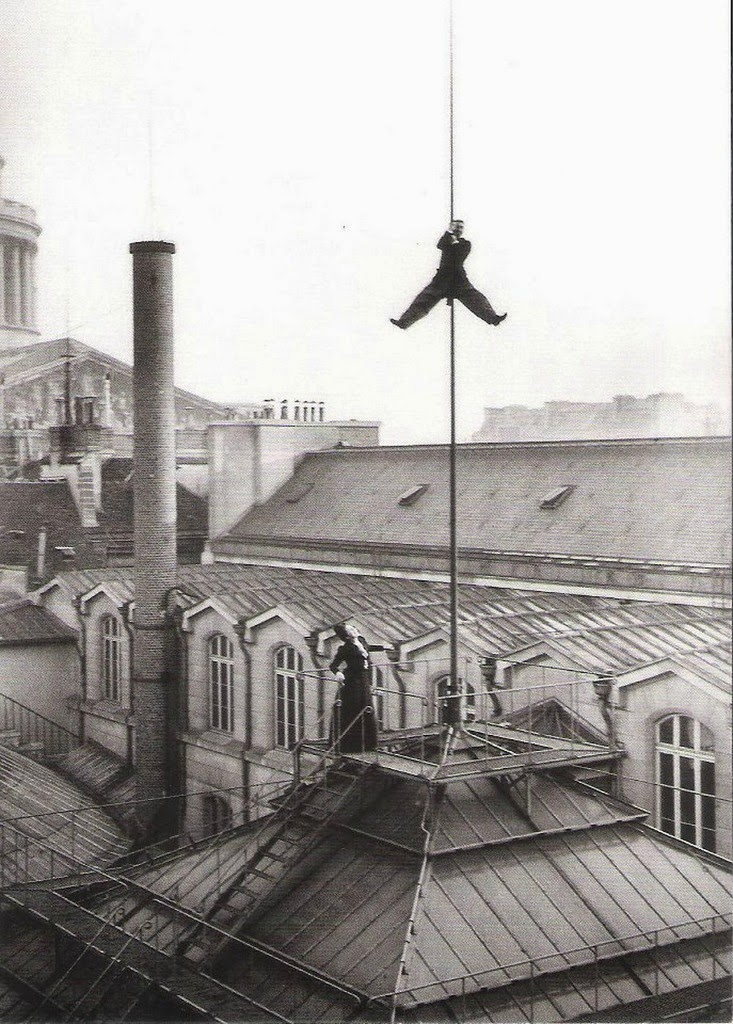 Henri Roger climbing the lightning conductor on the roof of the Ecole de Droit. Paris, December 10, 1899