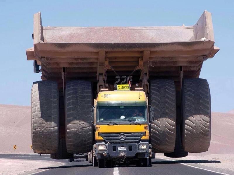 camion-mecedes-transport-camion-benne-mine