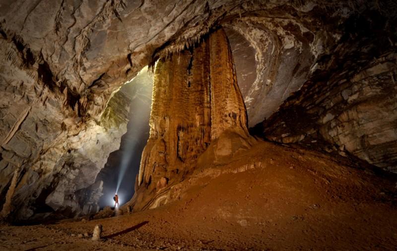 photographe grotte 01 800x507 Robbie Shone, un photographe spéléologue
