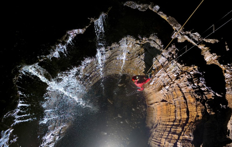 photographe grotte 08 800x507 Robbie Shone, un photographe spéléologue