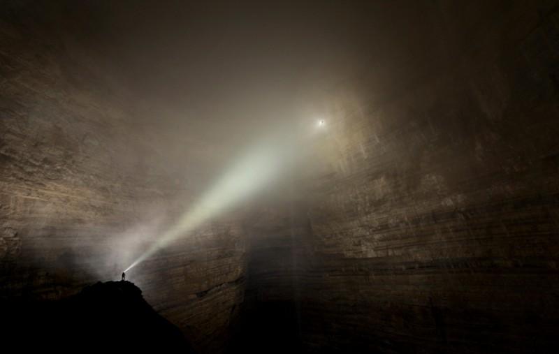 photographe grotte 09 800x507 Robbie Shone, un photographe spéléologue