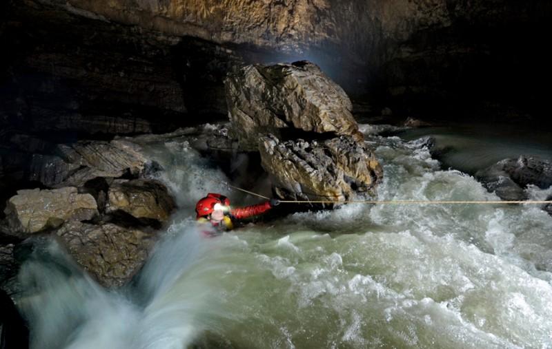 photographe grotte 11 800x507 Robbie Shone, un photographe spéléologue